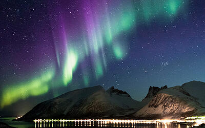 aurora_lights_up_the_winter_sky