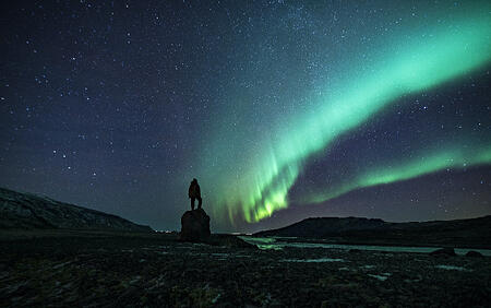 backpacker_searching_northernlights