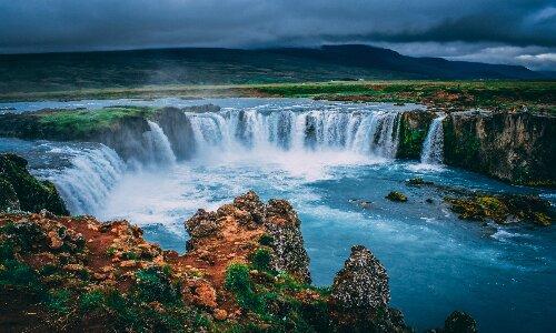 beautiful_waterfall_in_iceland