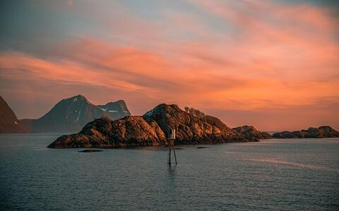 midnight_sun_colours_in_norway