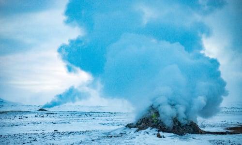 blue_geyser_iceland