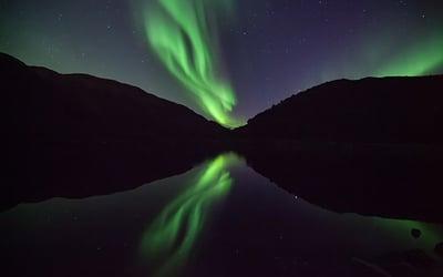 lakeside_view_to_auroras