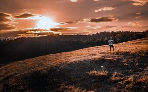 Man_capturing_midnight_sun_in_finland