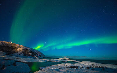 aurora_lights_up_the_sky_at_north_cape